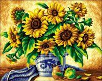 Желтые подсолнухи в синей вазе
